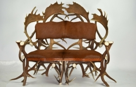 Sofa with real deer and fallow deer antlers. M: 140x90cm x H 115cm 112202